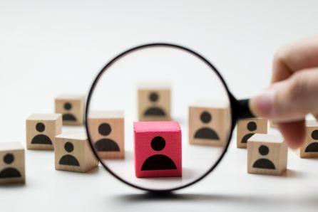 Salesforce zwalnia po rekordach