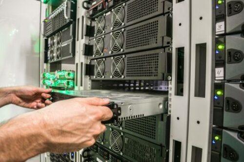 Zmiana lidera na rynku serwerów