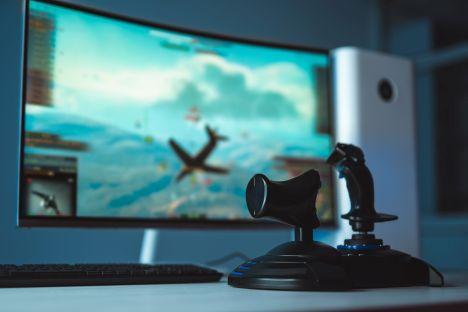 """Polska """"potęgą gamingu"""". Sprzedaż monitorów 138 proc. na plusie"""