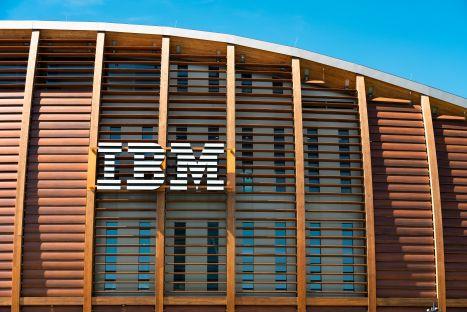 IBM odcina dział z 60-miliardowym portfelem