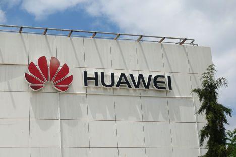 Huawei dociśnięte sankcjami, wzrost hamuje