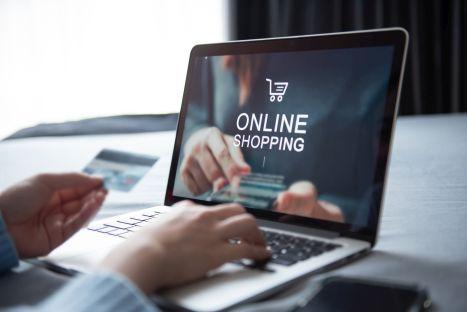 20 proc. klientów częściej kupuje komputery online