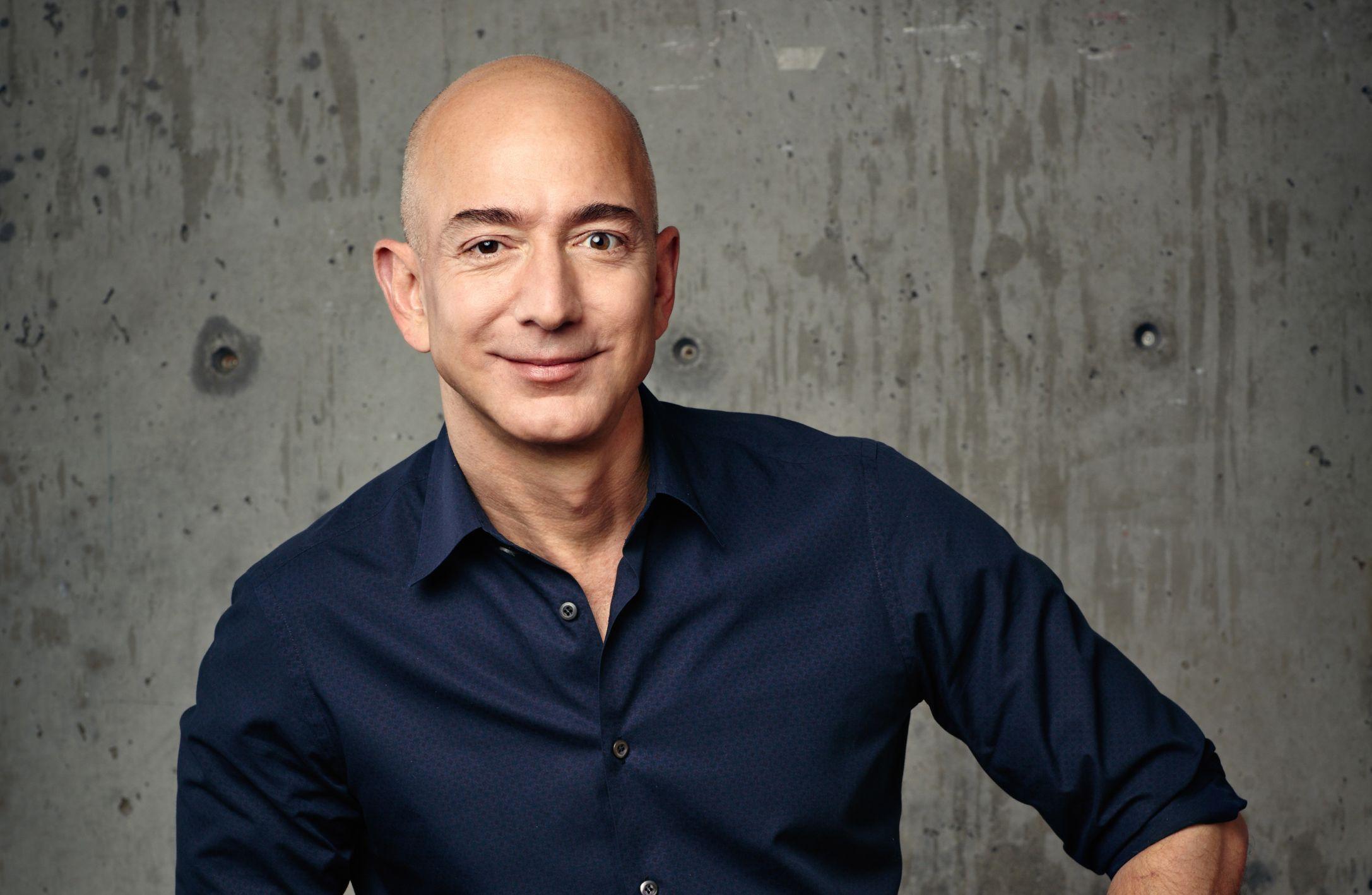 Zmiana warty w Amazonie. Jeff Bezos rezygnuje z funkcji CEO