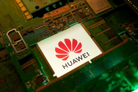 Huawei drastycznie tnie produkcję