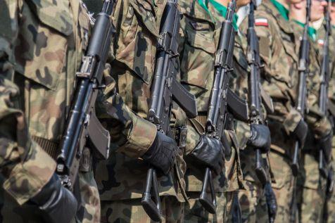 8 ofert w przetargu na sieciówkę dla armii